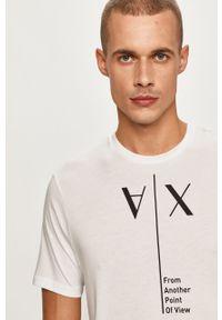 Biały t-shirt Armani Exchange z okrągłym kołnierzem, na co dzień