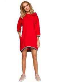 Czerwona sukienka asymetryczna MOE z kapturem