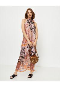 ANA ALCAZAR - Jedwabna sukienka z wiązaniem. Kolor: brązowy. Materiał: jedwab. Typ sukienki: z odkrytymi ramionami. Styl: elegancki. Długość: maxi