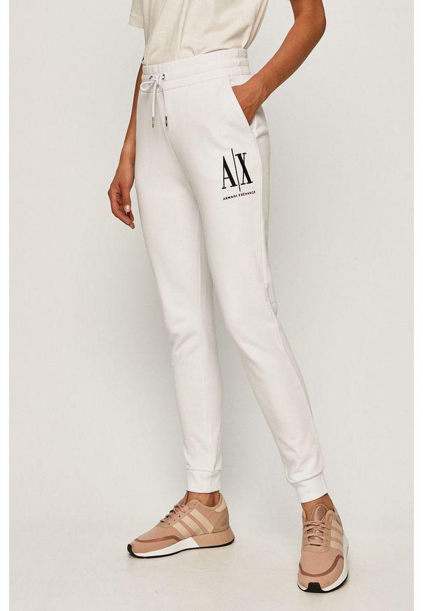 Białe spodnie dresowe Armani Exchange z nadrukiem