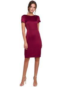 MAKEOVER - Bordowa Elegancka Sukienka z Dekoltem Typu Woda. Kolor: czerwony. Materiał: poliester, elastan. Styl: elegancki