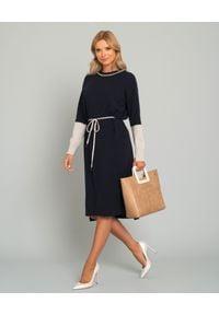 CAPPELLINI - Grantowa sukienka z wiązaniem. Okazja: na uczelnię, na co dzień, do pracy. Kolor: niebieski. Materiał: wełna, kaszmir. Długość rękawa: długi rękaw. Typ sukienki: proste. Styl: casual. Długość: midi