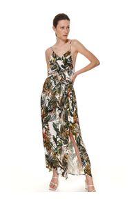 TOP SECRET - Letnia sukienka maxi w egzotyczny wzór. Okazja: na imprezę. Kolor: biały. Materiał: materiał. Długość rękawa: na ramiączkach. Wzór: nadruk. Sezon: lato. Styl: wakacyjny. Długość: maxi #7