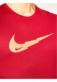 Czerwona koszulka sportowa Nike do biegania
