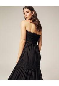 CHARO RUIZ IBIZA - Czarna sukienka maxi Zoe. Kolor: czarny. Materiał: koronka, bawełna. Wzór: aplikacja, koronka. Typ sukienki: z odkrytymi ramionami. Styl: boho. Długość: maxi
