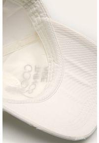 Biała czapka z daszkiem Billabong z aplikacjami