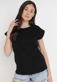 Born2be - Czarny T-shirt Kisenia. Kolor: czarny