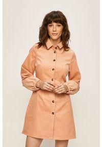 Różowa sukienka Glamorous casualowa, prosta