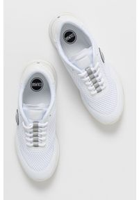 Colmar - Buty. Nosek buta: okrągły. Kolor: biały. Materiał: syntetyk, materiał. Szerokość cholewki: normalna. Obcas: na obcasie. Wysokość obcasa: średni #2