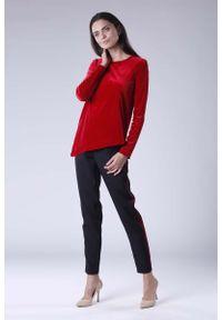 Czerwona bluzka z długim rękawem Nommo z asymetrycznym kołnierzem, wizytowa