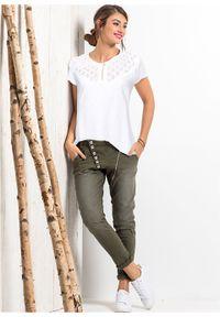 Shirt z ażurowym wzorem bonprix biały. Kolor: biały. Długość rękawa: krótki rękaw. Długość: krótkie. Wzór: ażurowy