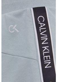 Calvin Klein Performance - Szorty. Okazja: na co dzień. Kolor: zielony. Materiał: dzianina. Wzór: aplikacja. Styl: casual