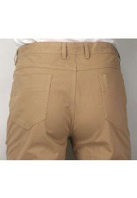 Ezreal - Casualowe Spodnie Męskie, Chinosy - 100% BAWEŁNA, Brzoskwiniowe, Beżowe. Okazja: na co dzień. Kolor: brązowy, wielokolorowy, beżowy. Materiał: bawełna. Styl: casual