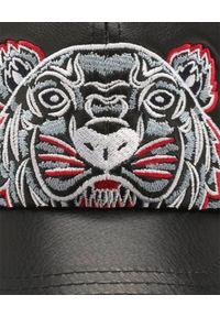 Kenzo - KENZO - Czarna czapka ze skóry Tiger. Kolor: czarny. Materiał: skóra. Wzór: aplikacja
