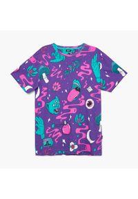 Cropp - Koszulka z nadrukiem all over - Fioletowy. Kolor: fioletowy. Wzór: nadruk