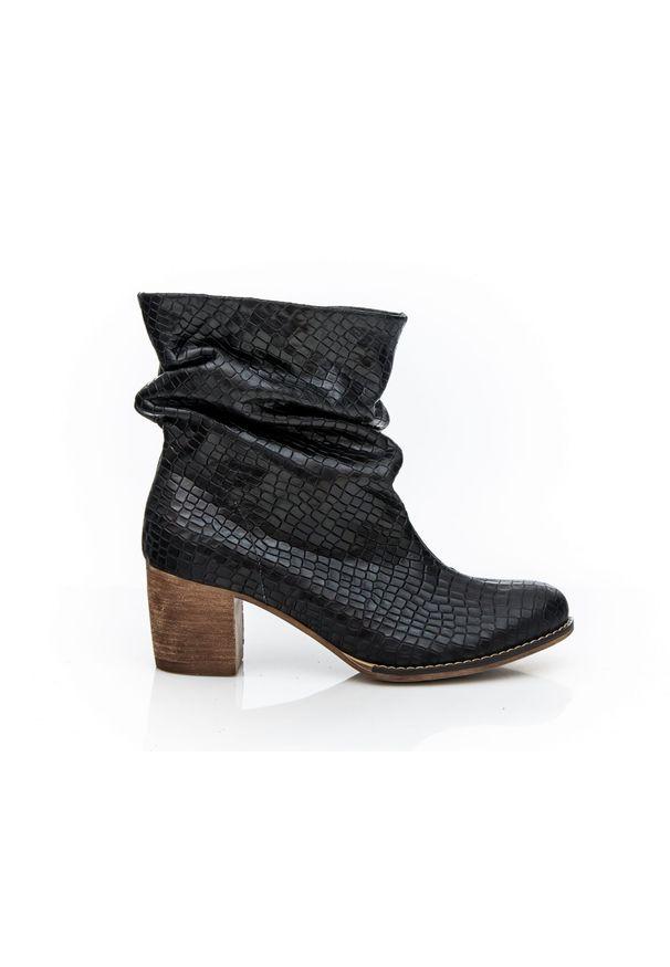 Czarne botki Zapato do pracy, w kolorowe wzory, z cholewką, eleganckie
