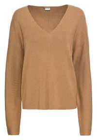 Sweter oversize bonprix wielbłądzia wełna melanż. Typ kołnierza: dekolt w serek. Kolor: beżowy. Materiał: wełna. Wzór: melanż