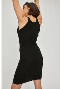 Czarna sukienka Answear Lab na co dzień, mini, bez rękawów