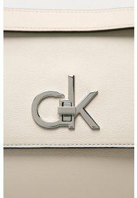 Calvin Klein - Torebka. Kolor: beżowy. Rodzaj torebki: na ramię