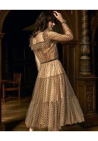 BY CABO - Tiulowa sukienka CARRIE. Kolor: beżowy. Materiał: tiul. Długość rękawa: długi rękaw. Wzór: grochy. Typ sukienki: rozkloszowane. Styl: wizytowy, rockowy, elegancki, glamour