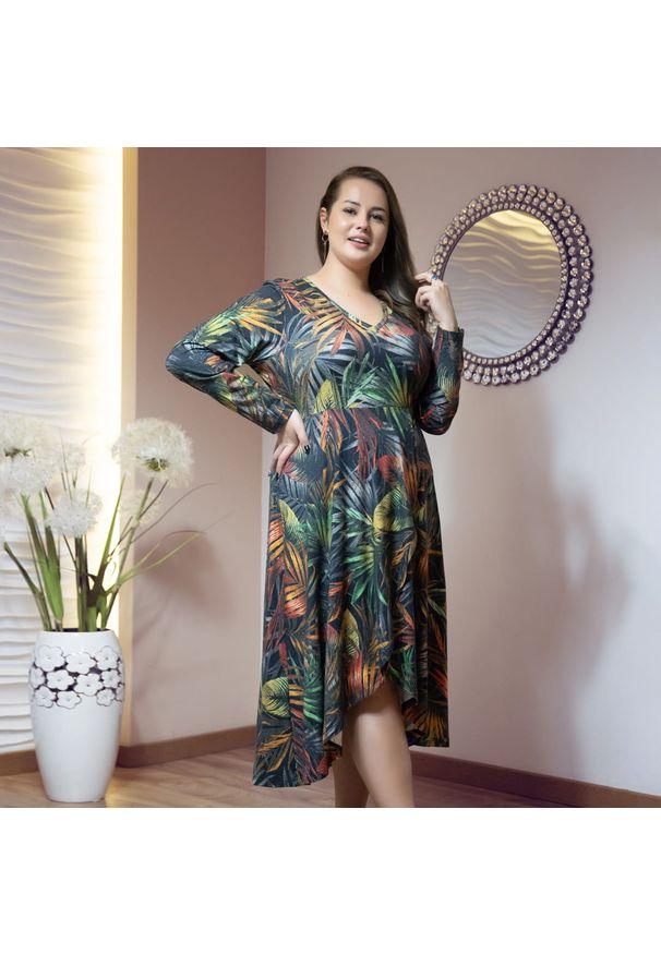 Moda Size Plus Iwanek - Asymetryczna sukienka Carla w print jesiennych liści XXL OVERSIZE JESIEŃ. Materiał: wiskoza, poliester, elastan, materiał. Wzór: nadruk. Sezon: jesień. Typ sukienki: oversize, asymetryczne