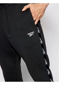 Reebok Spodnie dresowe Essentials Tape GQ4215 Czarny Regular Fit. Kolor: czarny. Materiał: dresówka #5
