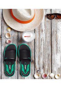 LANO - Klapki męskie basenowe Lano KL-4-6168-D5 Czarne. Okazja: na plażę. Zapięcie: bez zapięcia. Kolor: czarny. Materiał: guma. Obcas: na obcasie. Wysokość obcasa: niski. Sport: pływanie