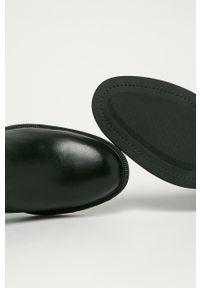 vagabond - Vagabond - Sztyblety skórzane Amina. Nosek buta: okrągły. Kolor: czarny. Materiał: skóra