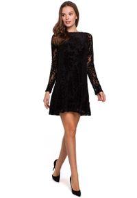 Czarna sukienka wizytowa MAKEOVER w koronkowe wzory