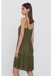 Vila - Sukienka. Kolor: zielony. Materiał: dzianina. Długość rękawa: na ramiączkach
