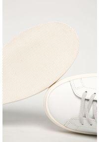 Białe buty sportowe D.A.T.E. na średnim obcasie, z okrągłym noskiem, z cholewką