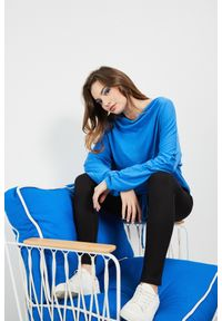 Niebieska bluzka MOODO z długim rękawem, długa