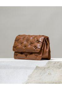 BENEDETTA BRUZZICHES - Brązowa torebka Carmen Large. Kolor: brązowy. Materiał: pikowane. Rodzaj torebki: na ramię