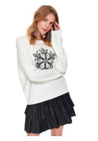 Biały sweter TOP SECRET z aplikacjami, na jesień