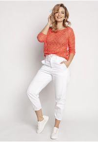 MKM - Krótki Sweterek z Błyszczącą Nitką - Koralowy. Kolor: pomarańczowy. Materiał: akryl. Długość: krótkie