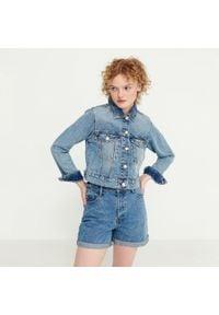 House - Jeansowe szorty mom fit - Niebieski. Kolor: niebieski. Materiał: jeans