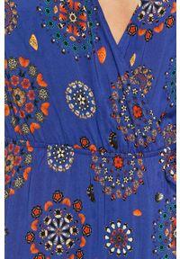 Desigual - Sukienka. Kolor: niebieski. Materiał: tkanina
