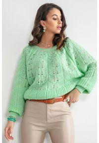 e-margeritka - Sweter ażurowy krótki zielony - l/xl. Kolor: zielony. Materiał: wełna, akryl, materiał, poliamid. Długość: krótkie. Wzór: ażurowy. Sezon: wiosna