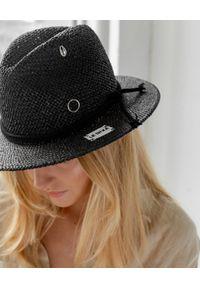 LESHKA - Kapelusz ze wstążką Black Panama. Kolor: czarny. Wzór: aplikacja