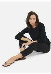 Czarne spodnie dresowe Juvia. Kolor: czarny. Materiał: dresówka