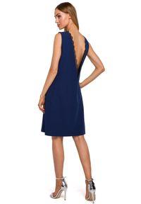 MOE - Sukienka o prostym fasonie z obłędnym dekoltem na plecach. Materiał: elastan, materiał, koronka. Wzór: aplikacja. Typ sukienki: proste