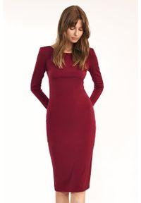Nife - Dopasowana Sukienka z wycięciem na Plecach - Bordowa. Kolor: czerwony. Materiał: elastan