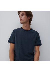 Reserved - T-shirt basic - Granatowy. Kolor: niebieski