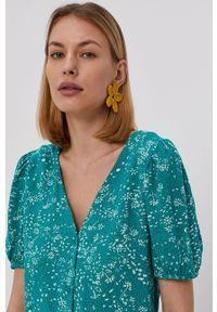 Jacqueline de Yong - Sukienka. Kolor: zielony. Materiał: tkanina, wiskoza, materiał. Długość rękawa: krótki rękaw. Typ sukienki: rozkloszowane