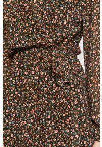 Haily's - Sukienka. Kolor: czarny. Materiał: tkanina. Długość rękawa: długi rękaw. Typ sukienki: rozkloszowane