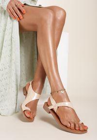 Renee - Beżowe Sandały Mystalise. Nosek buta: okrągły. Zapięcie: bez zapięcia. Kolor: beżowy. Materiał: skóra. Wzór: aplikacja. Obcas: na obcasie. Wysokość obcasa: niski
