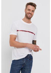 TOMMY HILFIGER - Tommy Hilfiger - T-shirt. Okazja: na co dzień. Kolor: biały. Materiał: włókno, dzianina, skóra. Wzór: nadruk. Styl: casual