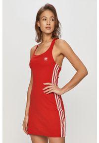 Czerwona sukienka adidas Originals mini, na ramiączkach, na co dzień