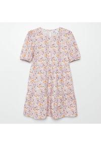 Cropp - Sukienka w kwiatowy wzór - Różowy. Kolor: różowy. Wzór: kwiaty