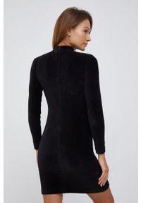 Calvin Klein Jeans - Sukienka sztruksowa. Okazja: na co dzień. Kolor: czarny. Materiał: sztruks. Długość rękawa: długi rękaw. Wzór: haft. Typ sukienki: proste. Styl: casual
